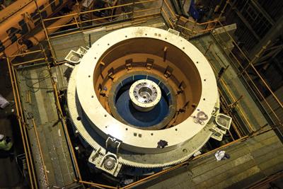 De acuerdo a Metso, el MP2500 fue seleccionado para Sentinel porque puede procesar grandes volúmenes de roca como una sola máquina. También reduce los costos totales ya que se necesitan menos chancadores, infraestructura y mantención para lograr el mismo o un mayor nivel de producción.