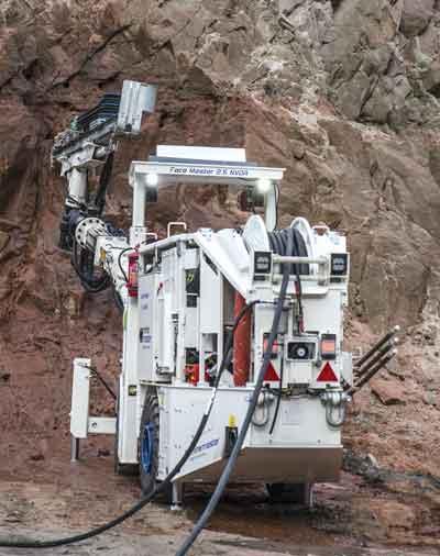 El FM 2.5NVDR de Mine Master maneja tanto las perforaciones de desarrollo como de producción en una sola máquina.